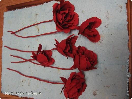 """Панно """"Чайные розы"""". Под впечатлением результатов от МК http://stranamasterov.ru/node/131184?c=favorite накрутила букетик таких роз только из креповой бумаги Примечательно в таких цветах то, что они делаются без клея фото 14"""