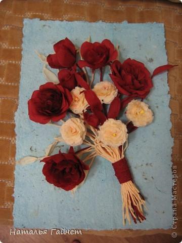 """Панно """"Чайные розы"""". Под впечатлением результатов от МК http://stranamasterov.ru/node/131184?c=favorite накрутила букетик таких роз только из креповой бумаги Примечательно в таких цветах то, что они делаются без клея фото 15"""