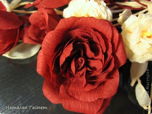 """Панно """"Чайные розы"""". Под впечатлением результатов от МК http://stranamasterov.ru/node/131184?c=favorite накрутила букетик таких роз только из креповой бумаги Примечательно в таких цветах то, что они делаются без клея фото 17"""