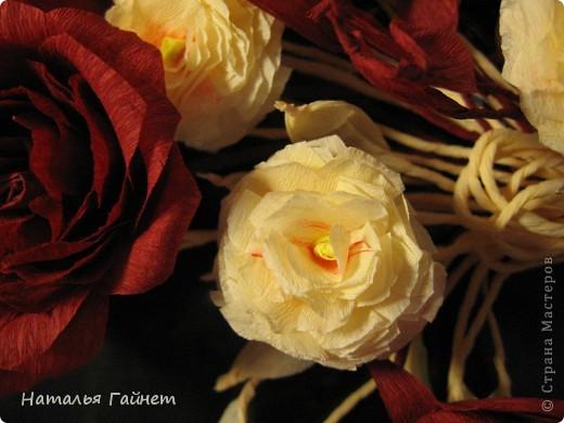 """Панно """"Чайные розы"""". Под впечатлением результатов от МК http://stranamasterov.ru/node/131184?c=favorite накрутила букетик таких роз только из креповой бумаги Примечательно в таких цветах то, что они делаются без клея фото 18"""