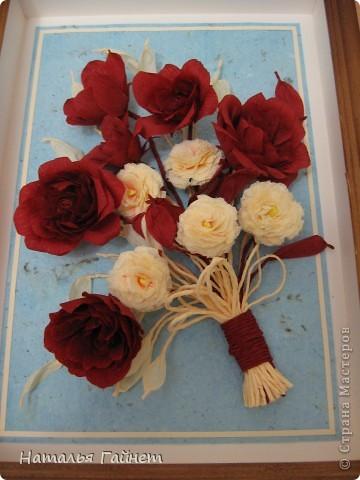 """Панно """"Чайные розы"""". Под впечатлением результатов от МК http://stranamasterov.ru/node/131184?c=favorite накрутила букетик таких роз только из креповой бумаги Примечательно в таких цветах то, что они делаются без клея фото 5"""