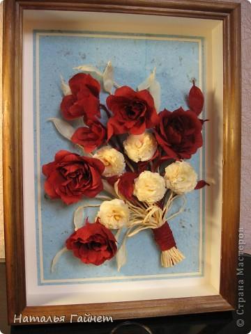 """Панно """"Чайные розы"""". Под впечатлением результатов от МК http://stranamasterov.ru/node/131184?c=favorite накрутила букетик таких роз только из креповой бумаги Примечательно в таких цветах то, что они делаются без клея фото 3"""