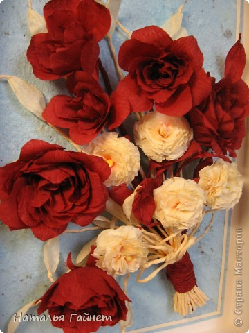 """Панно """"Чайные розы"""". Под впечатлением результатов от МК http://stranamasterov.ru/node/131184?c=favorite накрутила букетик таких роз только из креповой бумаги Примечательно в таких цветах то, что они делаются без клея фото 2"""