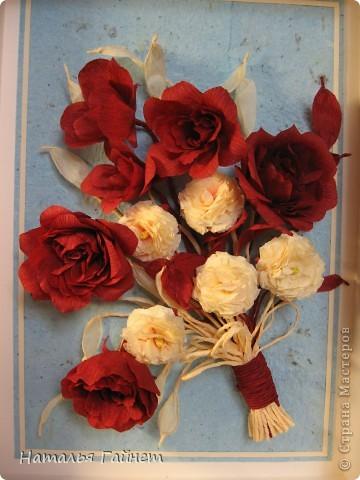 """Панно """"Чайные розы"""". Под впечатлением результатов от МК http://stranamasterov.ru/node/131184?c=favorite накрутила букетик таких роз только из креповой бумаги Примечательно в таких цветах то, что они делаются без клея фото 4"""
