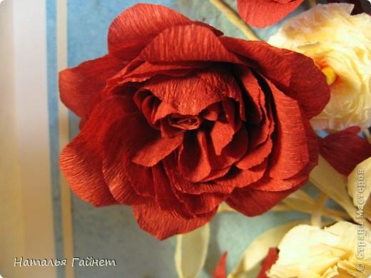 """Панно """"Чайные розы"""". Под впечатлением результатов от МК http://stranamasterov.ru/node/131184?c=favorite накрутила букетик таких роз только из креповой бумаги Примечательно в таких цветах то, что они делаются без клея фото 6"""