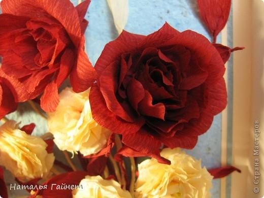 """Панно """"Чайные розы"""". Под впечатлением результатов от МК http://stranamasterov.ru/node/131184?c=favorite накрутила букетик таких роз только из креповой бумаги Примечательно в таких цветах то, что они делаются без клея фото 7"""