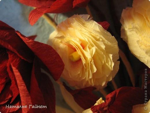 """Панно """"Чайные розы"""". Под впечатлением результатов от МК http://stranamasterov.ru/node/131184?c=favorite накрутила букетик таких роз только из креповой бумаги Примечательно в таких цветах то, что они делаются без клея фото 8"""