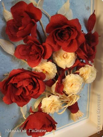 """Панно """"Чайные розы"""". Под впечатлением результатов от МК http://stranamasterov.ru/node/131184?c=favorite накрутила букетик таких роз только из креповой бумаги Примечательно в таких цветах то, что они делаются без клея фото 9"""