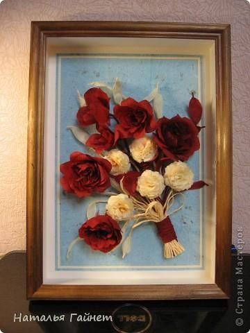 """Панно """"Чайные розы"""". Под впечатлением результатов от МК http://stranamasterov.ru/node/131184?c=favorite накрутила букетик таких роз только из креповой бумаги Примечательно в таких цветах то, что они делаются без клея фото 11"""