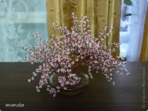 ... с такой скоростью падают лепестки цветущей сакуры. Это первая моя серьёзная работа с бисером. Вот такая вот маленькая красавица появилась у меня после недели работы. фото 1