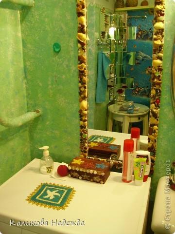 Итак, милости просим в ванную! Сделана она в морской тематике, которая четко выражена во всем: от коврика под ногами до держалки для мочалок. фото 2