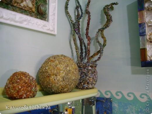 Итак, милости просим в ванную! Сделана она в морской тематике, которая четко выражена во всем: от коврика под ногами до держалки для мочалок. фото 5