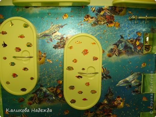 Итак, милости просим в ванную! Сделана она в морской тематике, которая четко выражена во всем: от коврика под ногами до держалки для мочалок. фото 6