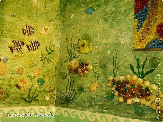 Итак, милости просим в ванную! Сделана она в морской тематике, которая четко выражена во всем: от коврика под ногами до держалки для мочалок. фото 11