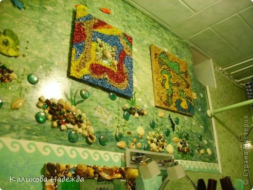 Итак, милости просим в ванную! Сделана она в морской тематике, которая четко выражена во всем: от коврика под ногами до держалки для мочалок. фото 9