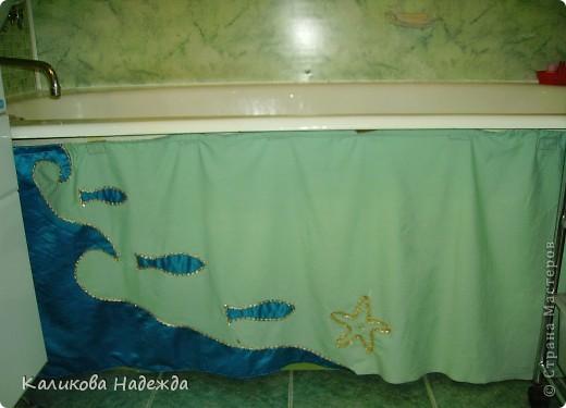 Итак, милости просим в ванную! Сделана она в морской тематике, которая четко выражена во всем: от коврика под ногами до держалки для мочалок. фото 13