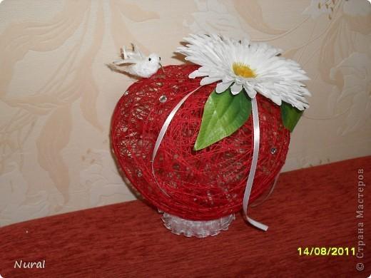 вот такие шары в виде сердец, с красными розами и птичкой колибри (невеста одобрила) на столы для гостей   роза по МК Лика2010 спасибо ей большое (я ее сделала из креповой бумаги и она заиграла) фото 3