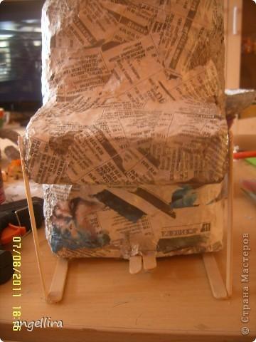 Доброго времени суток,мои дорогие мастерицы! Выставляю на ваш труд свою идею! я обожаю делать вещи из ничего, а это как раз тот случай.  :)) Сделано это пианино из 2х коробок из под сока, старых каталогов, палочек от мороженного, скотча, пенопласта, клея и краски :) фото 5