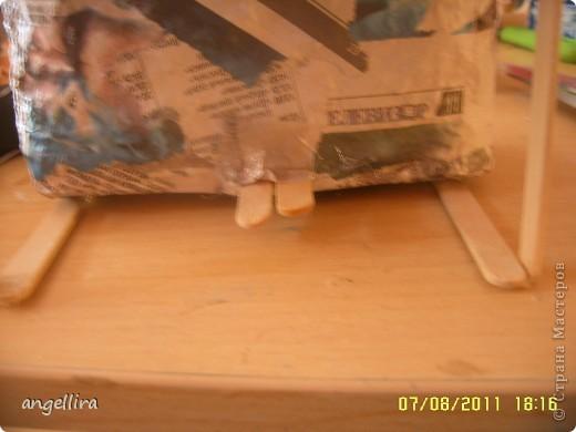 Доброго времени суток,мои дорогие мастерицы! Выставляю на ваш труд свою идею! я обожаю делать вещи из ничего, а это как раз тот случай.  :)) Сделано это пианино из 2х коробок из под сока, старых каталогов, палочек от мороженного, скотча, пенопласта, клея и краски :) фото 6