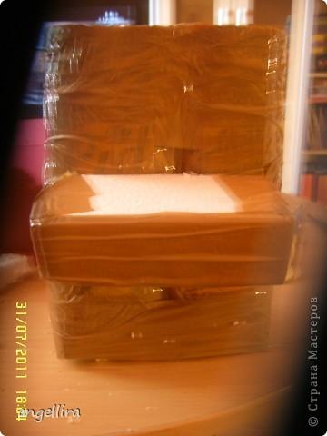 Доброго времени суток,мои дорогие мастерицы! Выставляю на ваш труд свою идею! я обожаю делать вещи из ничего, а это как раз тот случай.  :)) Сделано это пианино из 2х коробок из под сока, старых каталогов, палочек от мороженного, скотча, пенопласта, клея и краски :) фото 4