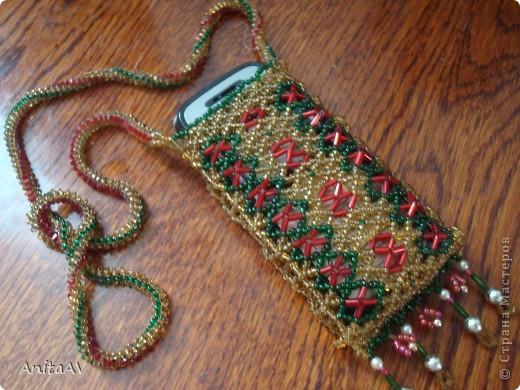 Нашла в своих закромах старенький чехольчик, который сплела ещё на свой первый телефон. Телефона уже много лет как нет, а чехольчик сохранился... фото 5