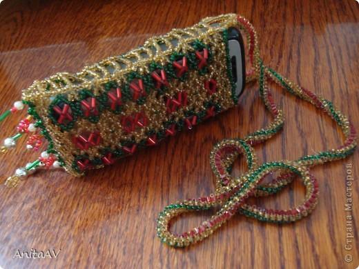 Нашла в своих закромах старенький чехольчик, который сплела ещё на свой первый телефон. Телефона уже много лет как нет, а чехольчик сохранился... фото 2