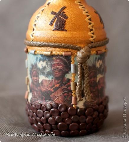 """Африка в бутылке.... Материал:бутылка (""""Старый мельник""""),соленое тесто,акриловые краски,объемный контур,дерев.бусины,вырезка из газеты,тесьма....  фото 2"""