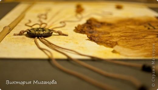 """Африка в бутылке.... Материал:бутылка (""""Старый мельник""""),соленое тесто,акриловые краски,объемный контур,дерев.бусины,вырезка из газеты,тесьма....  фото 6"""