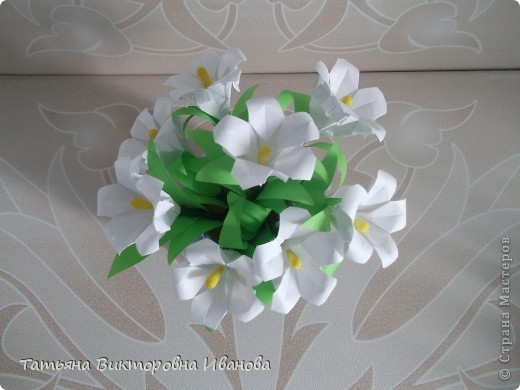 Здравствуйте все любители цветов! Цветы всегда приносят радость и хорошее настроение в любой дом. Но срезанные цветы рано или поздно вянут, а мои цветочки останутся цветущими всегда. Спасибо всем мастерицам, которые вдохновляют нас такой красотой. Эти цветочки я сделала по этому МК: http://stranamasterov.ru/node/81591?c=favorite  фото 3