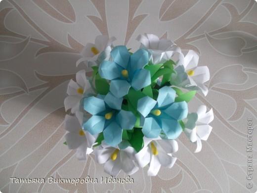 Здравствуйте все любители цветов! Цветы всегда приносят радость и хорошее настроение в любой дом. Но срезанные цветы рано или поздно вянут, а мои цветочки останутся цветущими всегда. Спасибо всем мастерицам, которые вдохновляют нас такой красотой. Эти цветочки я сделала по этому МК: http://stranamasterov.ru/node/81591?c=favorite  фото 5
