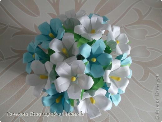 Здравствуйте все любители цветов! Цветы всегда приносят радость и хорошее настроение в любой дом. Но срезанные цветы рано или поздно вянут, а мои цветочки останутся цветущими всегда. Спасибо всем мастерицам, которые вдохновляют нас такой красотой. Эти цветочки я сделала по этому МК: http://stranamasterov.ru/node/81591?c=favorite  фото 8