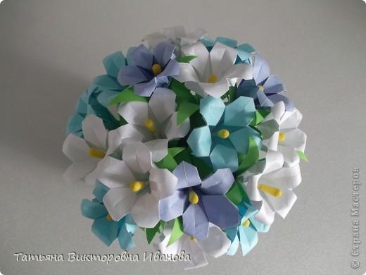 Здравствуйте все любители цветов! Цветы всегда приносят радость и хорошее настроение в любой дом. Но срезанные цветы рано или поздно вянут, а мои цветочки останутся цветущими всегда. Спасибо всем мастерицам, которые вдохновляют нас такой красотой. Эти цветочки я сделала по этому МК: http://stranamasterov.ru/node/81591?c=favorite  фото 1