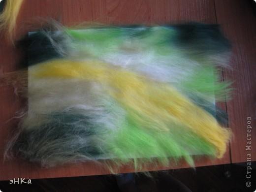 Всем добрый день! Хочу предложить вам мастер -класс по технике Painting wool или живопись шерстью.    Итак: Для работы взяла размер А4. Для начинающих мастериц лучше использовать картинку из журнала или любимую фотографию, так как она подскажет расположение цвета и теней. Использовала 100% тонкую шерсть и белоснежную вискозу. фото 2