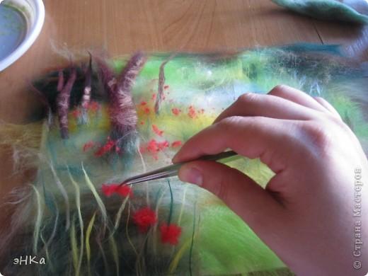 Всем добрый день! Хочу предложить вам мастер -класс по технике Painting wool или живопись шерстью.    Итак: Для работы взяла размер А4. Для начинающих мастериц лучше использовать картинку из журнала или любимую фотографию, так как она подскажет расположение цвета и теней. Использовала 100% тонкую шерсть и белоснежную вискозу. фото 7