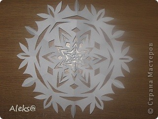 http://vs-origami.narod.ru/diag/snowflakes.htm Здесь и схемы и другие варианты!:) Спасибо афторам за идеи и вдохновение! фото 15