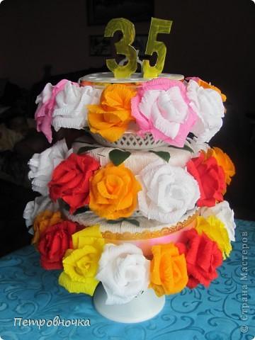 Моя подруга проводит свадьбы, юбилеи, а оформление для них делаю я по её заказу. Вот прежде чем отдать ей этот торт решила сфотографировать и рассказать как его сделать. фото 1
