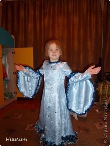 На новогоднем утреннике дочка была снегурочкой. Захотелось сделать элегантный наряд. Вот что получилось... фото 1