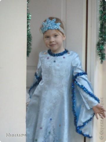 На новогоднем утреннике дочка была снегурочкой. Захотелось сделать элегантный наряд. Вот что получилось... фото 3