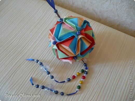 Здравствуйте, дорогие мастерицы!!!! Собралась у меня вот такая Японская капуста. Схему взяла вот здесь http://origami.ostrun.com/scheme/kusudama-diagrams/brocade/brocade.html. Не очень мне понравилось ее собирать, уже потом поняла, что моя бумажка толстовата для этой модельки(((( фото 3