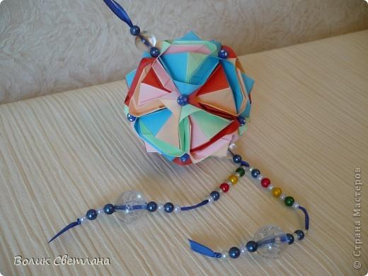 Здравствуйте, дорогие мастерицы!!!! Собралась у меня вот такая Японская капуста. Схему взяла вот здесь http://origami.ostrun.com/scheme/kusudama-diagrams/brocade/brocade.html. Не очень мне понравилось ее собирать, уже потом поняла, что моя бумажка толстовата для этой модельки(((( фото 1