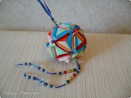 Здравствуйте, дорогие мастерицы!!!! Собралась у меня вот такая Японская капуста. Схему взяла вот здесь http://origami.ostrun.com/scheme/kusudama-diagrams/brocade/brocade.html. Не очень мне понравилось ее собирать, уже потом поняла, что моя бумажка толстовата для этой модельки(((( фото 2