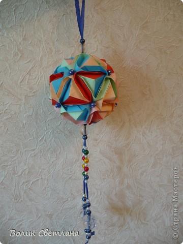 Здравствуйте, дорогие мастерицы!!!! Собралась у меня вот такая Японская капуста. Схему взяла вот здесь http://origami.ostrun.com/scheme/kusudama-diagrams/brocade/brocade.html. Не очень мне понравилось ее собирать, уже потом поняла, что моя бумажка толстовата для этой модельки(((( фото 4