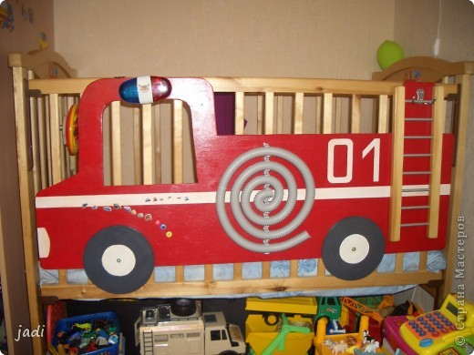 сделали старшему сыночку пожарную машину-кровать,чтобы сам стал засыпать!
