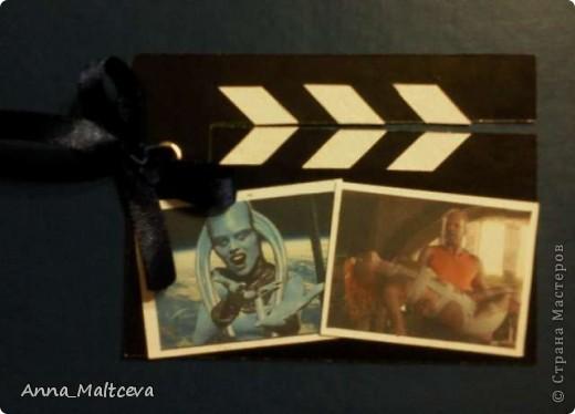 """Привет! Это моя вторая серия. называется она """"Камера, мотор!"""". Карточки выполнены в виде киношных хлопушек) Верхняя часть хлопушки подвижная, она на люверсе. Первой выбрать, если понравится что-то, предлагаю Vitulichka http://stranamasterov.ru/user/8988 . фото 6"""