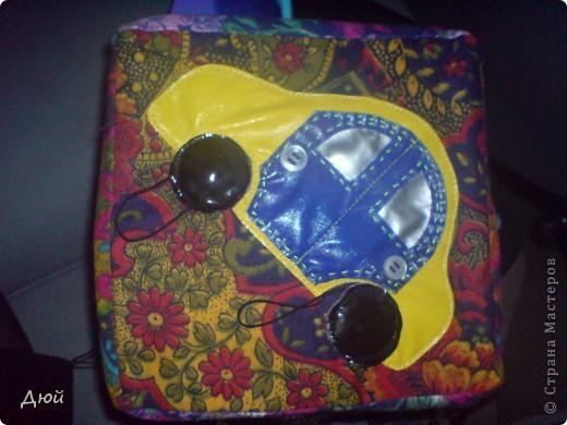 Кубик для племянницы делала на скорую руку по мотивам книжки для сынишки. Так, что она по сути точная копия, за исключением одной картинки с улиткой.  Цветик семицветик-подвижные лепесточки-мешочки из разной наощупь ткани с разными наполнителями. фото 3