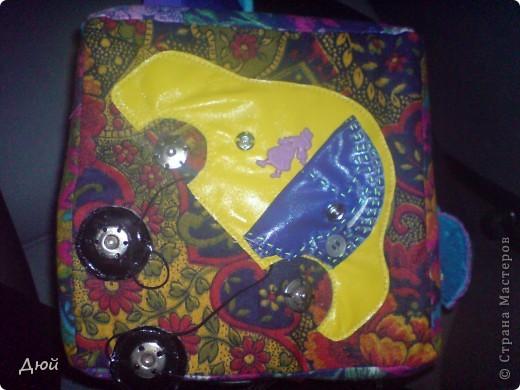 Кубик для племянницы делала на скорую руку по мотивам книжки для сынишки. Так, что она по сути точная копия, за исключением одной картинки с улиткой.  Цветик семицветик-подвижные лепесточки-мешочки из разной наощупь ткани с разными наполнителями. фото 4