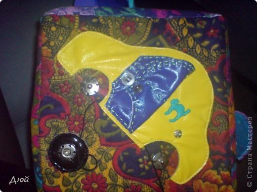 Кубик для племянницы делала на скорую руку по мотивам книжки для сынишки. Так, что она по сути точная копия, за исключением одной картинки с улиткой.  Цветик семицветик-подвижные лепесточки-мешочки из разной наощупь ткани с разными наполнителями. фото 5