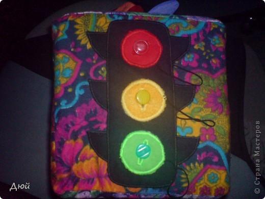 Кубик для племянницы делала на скорую руку по мотивам книжки для сынишки. Так, что она по сути точная копия, за исключением одной картинки с улиткой.  Цветик семицветик-подвижные лепесточки-мешочки из разной наощупь ткани с разными наполнителями. фото 6