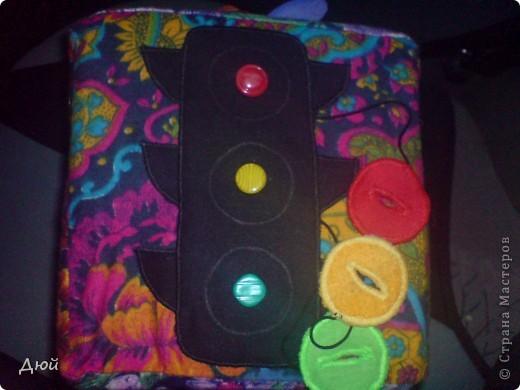 Кубик для племянницы делала на скорую руку по мотивам книжки для сынишки. Так, что она по сути точная копия, за исключением одной картинки с улиткой.  Цветик семицветик-подвижные лепесточки-мешочки из разной наощупь ткани с разными наполнителями. фото 7