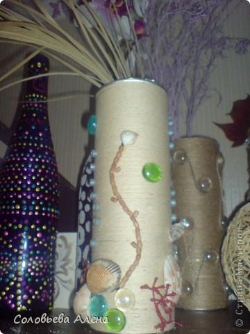 Бутылка декорирована джутовым шпагатом, цветы из шпагата бумажного. фото 6